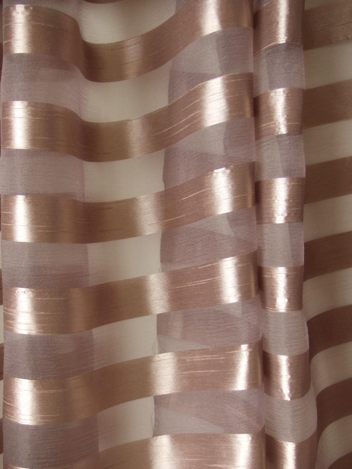 あずき色カーテン